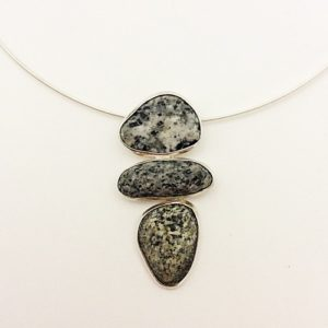 blair-necklace-with-3-stones-500